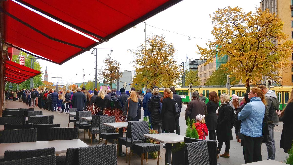 Jono TeamLabin -näyttelyyn Helsingissä on pitkä