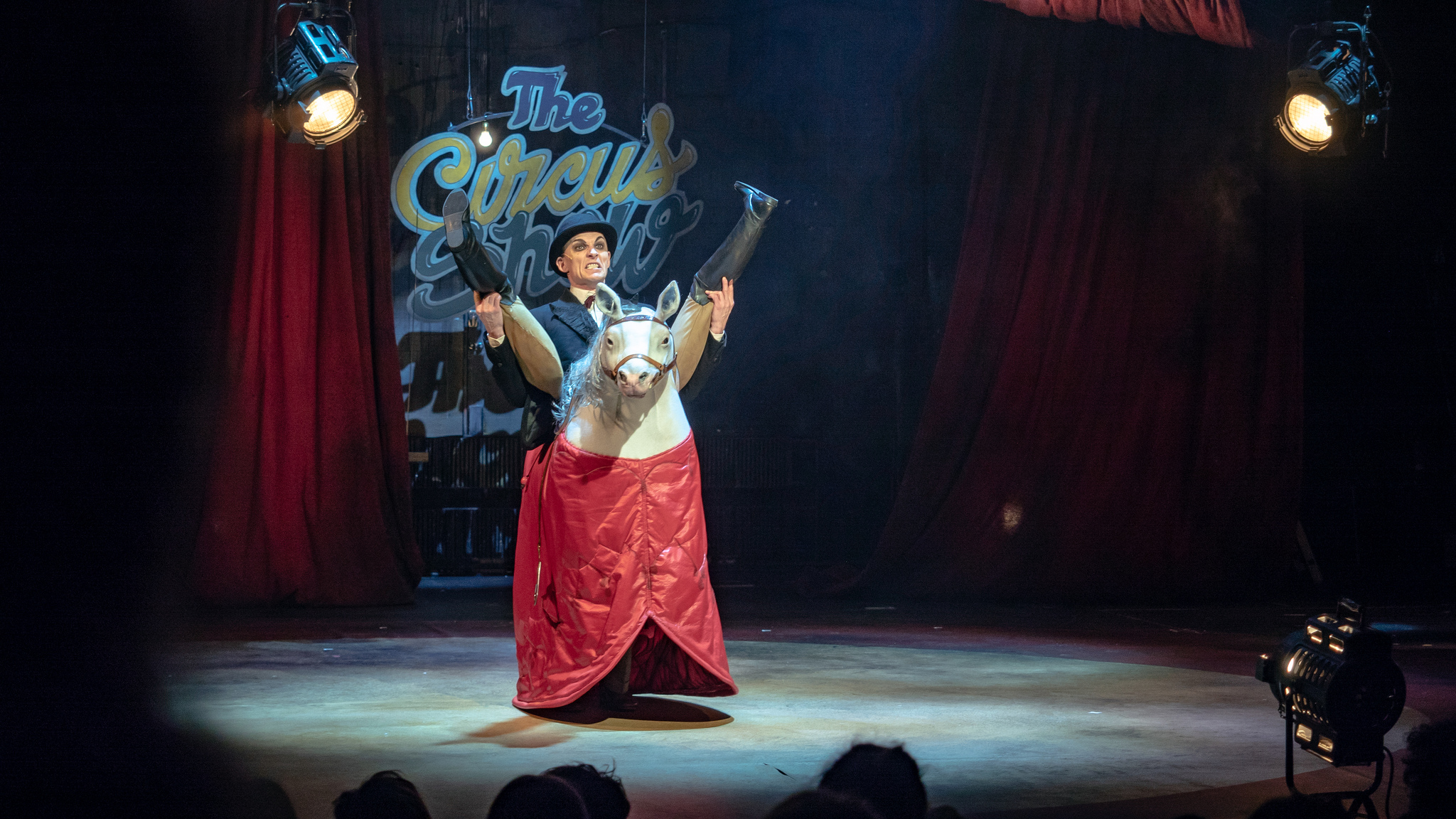 Lion - The weird and magical Abracadabra Circus Show Turun Kaupunginteatterissa