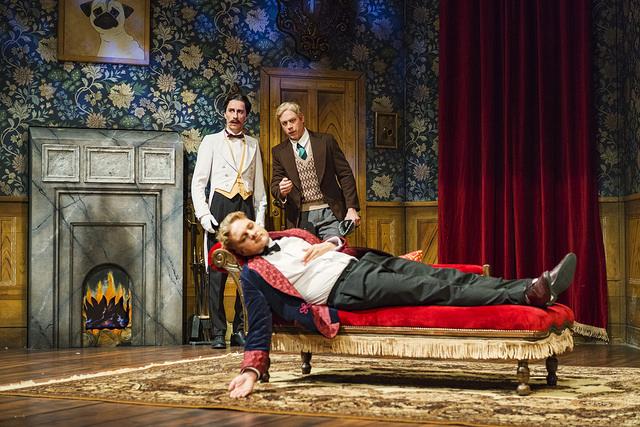 Turun Kaupunginteatterin Näytelmä joka menee pieleen tarjoilee varmat naurut