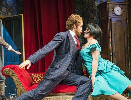 Näytelmä joka menee pieleen on Turun Kaupunginteatterin farssi