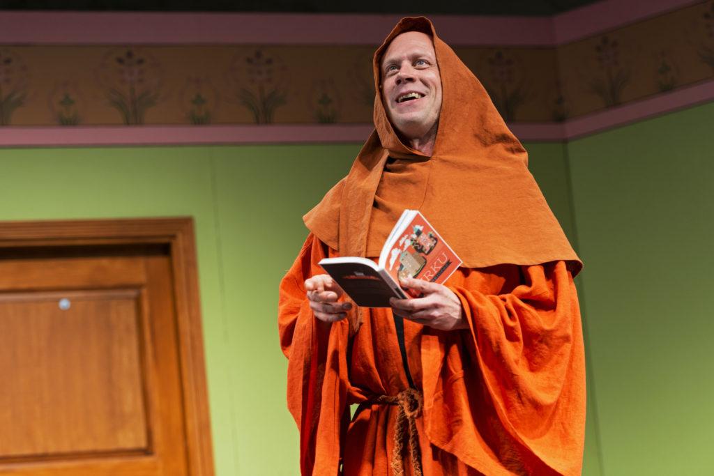 Iikka Forss Heideken näytelmässä Emma Teatterissa