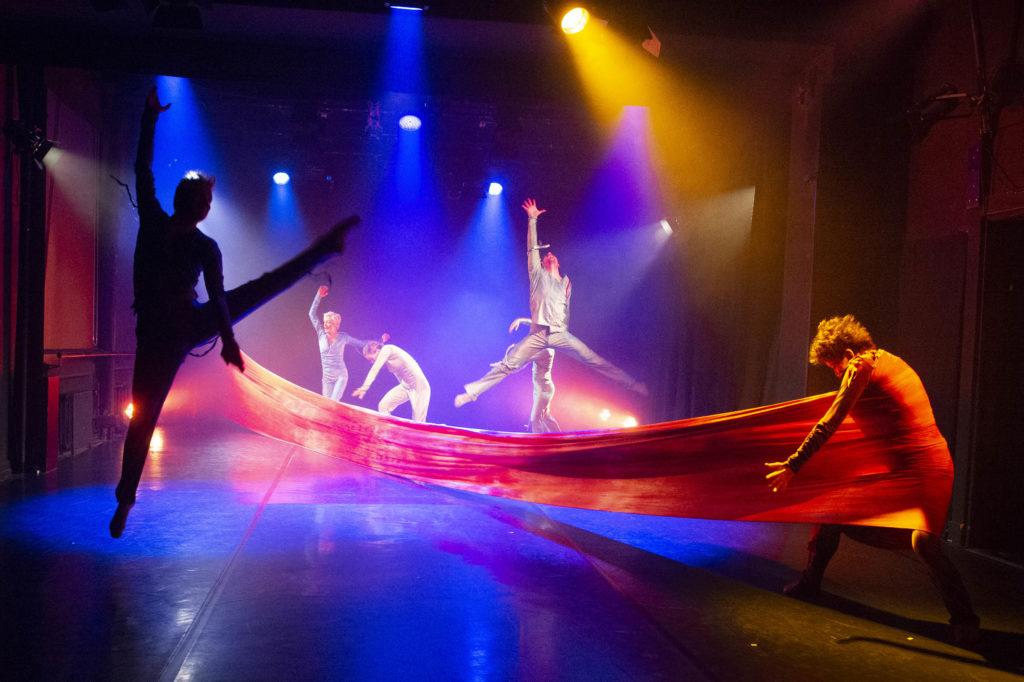 Vaikuttavaa tanssin juhlaa Tanssiteatteri ERIssä