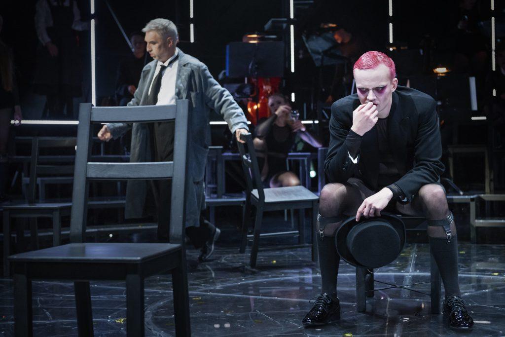 Haastattelussa näyttelijä Miiko Toiviainen.