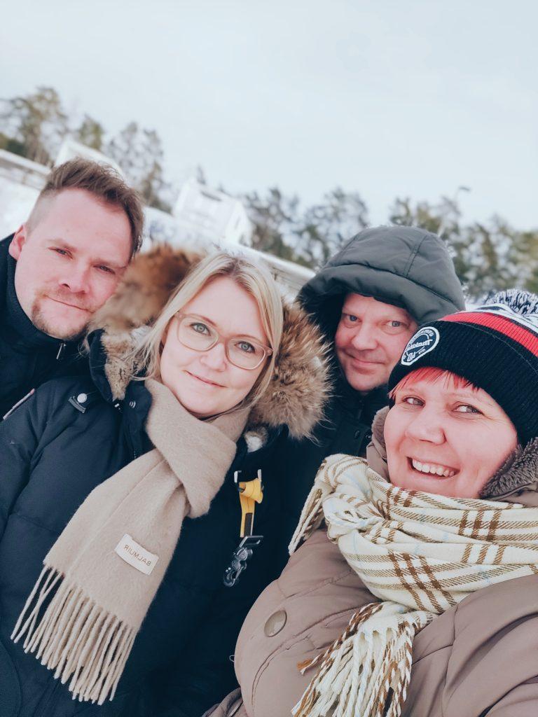 Kylpylän riemuja ja karavaanari-elämää Kasnäsissa.